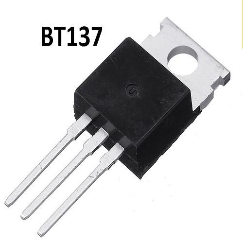 BT137-600F TRIAC  GATILLO SENSIBLE G=35ma